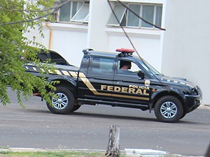 Polícia Federal esteve por toda a manhã desta quarta-feira na ETA (Foto: Ellyo Teixeira/G1)