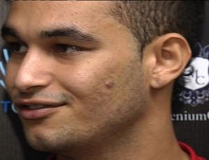 Felipe Brisola, meia do Atlético-GO (Foto: Reprodução/TV Anhanguera)