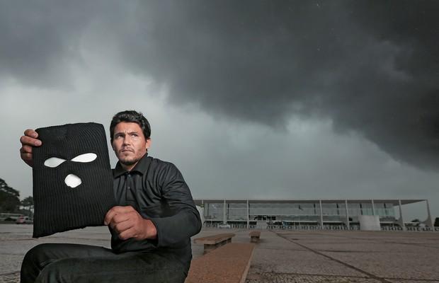 MENSAGEM A O ex-MST Paulo Matos. Ele  protocolou no Planalto carta a Gilberto Carvalho com as exigências  dos Black Blocs (Foto: Celso Jr./ÉPOCA)