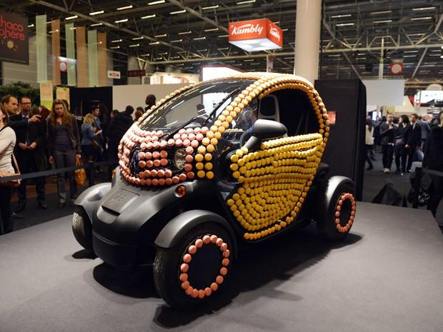 Renault Twizy é decorado com 'macarons' (Foto: MIGUEL MEDINA/AFP)