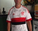 Torcedor especial ganha camisa autografada por time do Flamengo