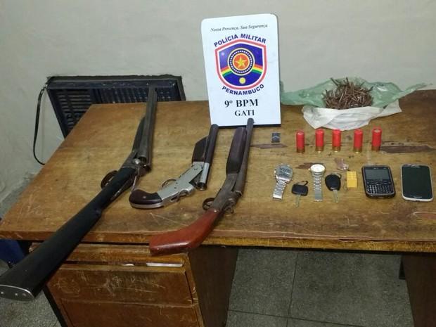 Material apreendido foi levado para a Delegacia de Polícia Civil de Garanhuns (Foto: Divulgação/Polícia Militar)