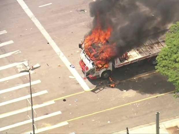Fogo em caminhão na Ceagesp (Foto: Reprodução/TV Globo)