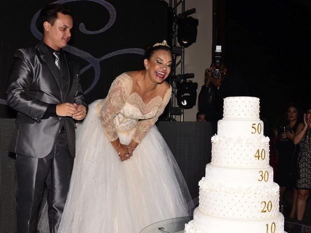 Solange Couto com o marido, Jamerson, em sua festa 60 anos na Zona Norte do Rio (Foto: Roberto Teixeira/ EGO)