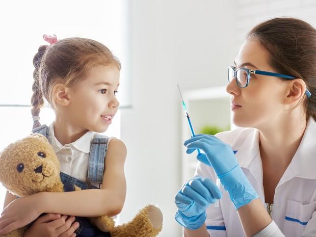 Vacina não causa doença, por ser feita com vírus mortos, explica médica (Foto: Divulgação/Sociedade Paranaense de Pediatria)