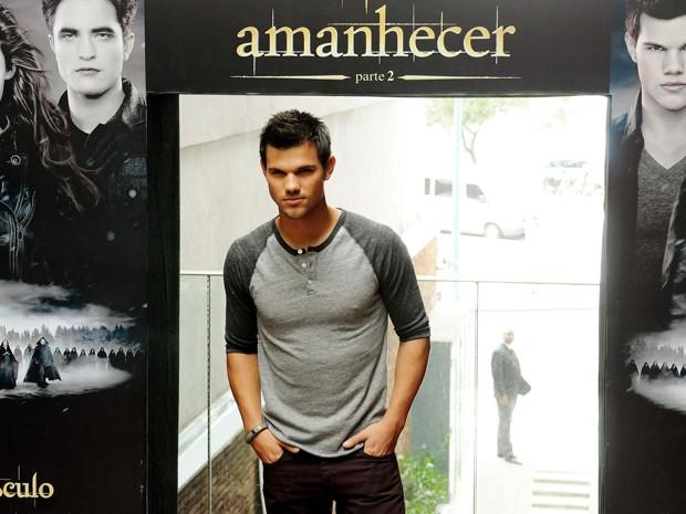Taylor Lautner divulga 'Amanhecer - Parte 2' no Rio de Janeiro nesta quarta (24) (Foto: Alexandre Durão/G1)