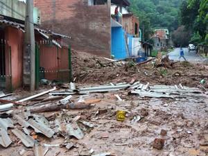 Menina foi socorrida por policiais debaixo de escombros e lama em Campo Limpo Paulista (Foto: Henrique Guilherme/Arquivo pessoal)