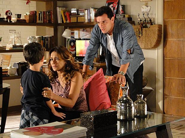 Lucimar fala mal de Morena com Théo (Foto: Salve Jorge/TV Globo)