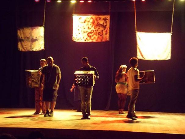 """Cena da peça """"Do Sonho ao Caos"""" (Foto: Divulgação)"""
