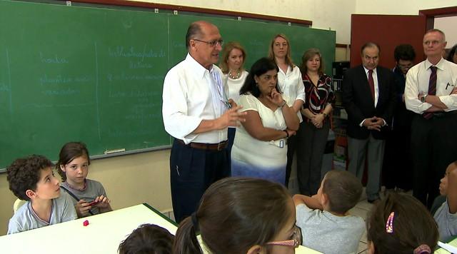 Geraldo Alckmin visita escola estadual durante dia de campanha