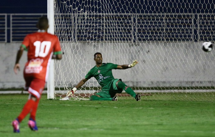 Bruno gol pênalti Boa Uberaba (Foto: Ag Estado)