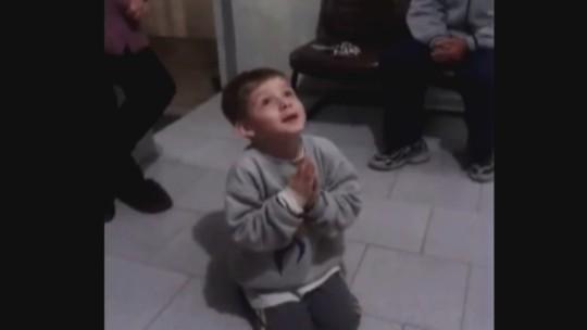 Vídeo feito há três anos mostra menino de SC ao pedir irmão
