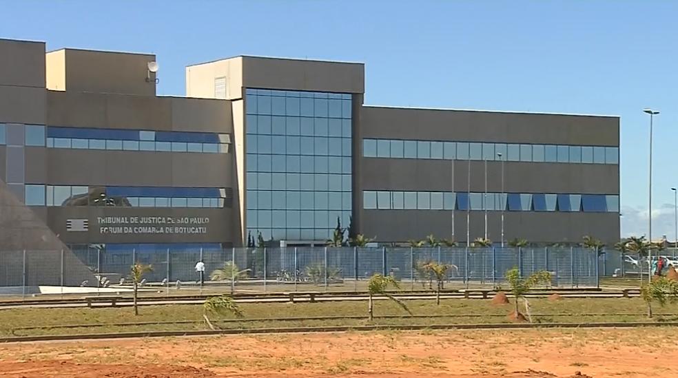 Detento fugiu de cela no Fórum de Botucatu (Foto: Reprodução/TV TEM)