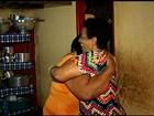 Após 48 anos, mulher reencontra irmã 'anunciada' em rádio para adoção