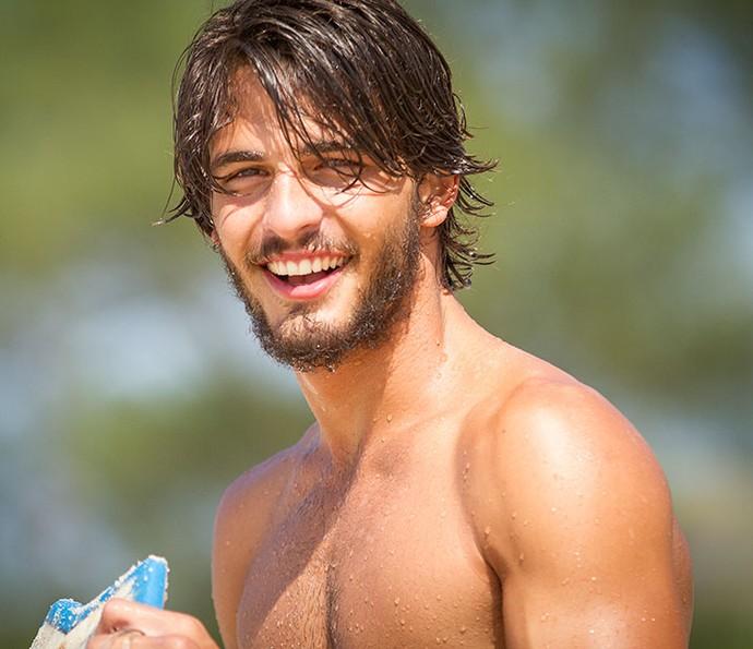 Olha a felicidade do Brenno depois de surfar! (Foto: Fabiano Bataglin/Gshow)