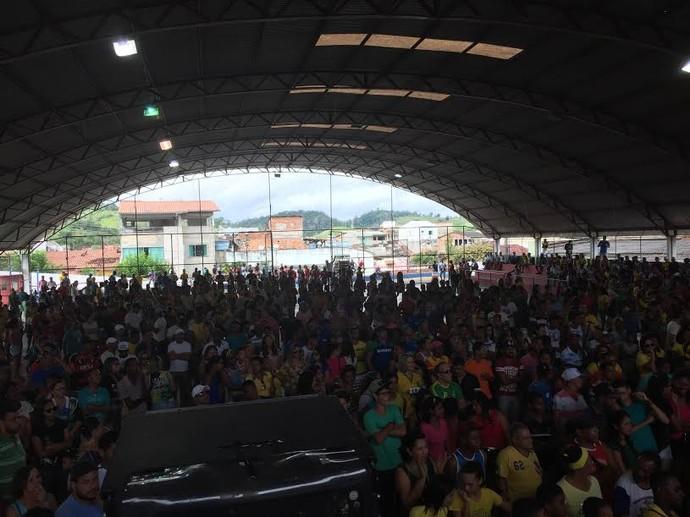 Torcida em Ubaitaba - cidade de Isaquias Queiroz (Foto: Thierry Gozzer)