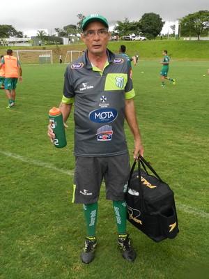 Sr. Ivo, massagista Uberlândia Esporte Clube (Foto: Lucas Papel)