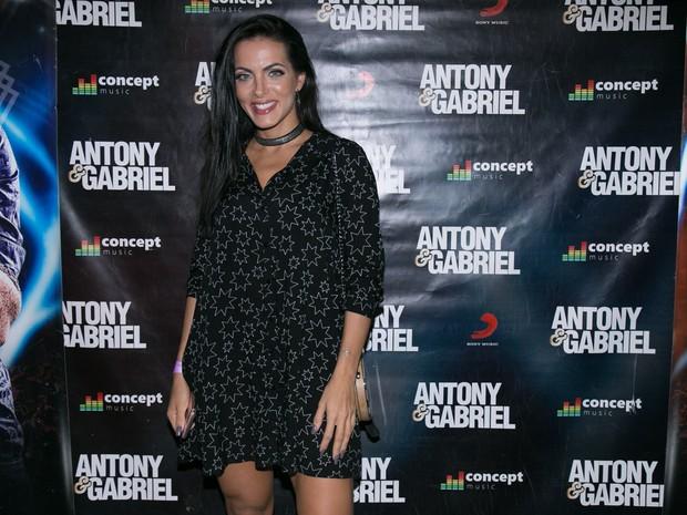 Carla Prata em show em Londrina, no Paraná (Foto: Deividi Correa/ Ag. News)