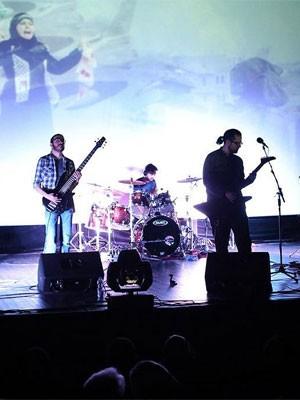 A banda iraniana Piclavier, primeira do país autorizada a cantar em inglês (Foto: Amir Khamene/Divulgação)