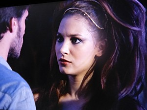 A Mica fica sem entender a reação do namorado (Foto: Malhação / TV Globo)