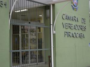 Portão da Câmara de Piracicaba custou R$ 7,2 mil (Foto: Thomaz Fernandes/G1)