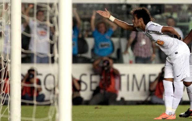 Neymar gol santos x Bolivar (Foto: Miguel Schincariol / Globoesporte.com)