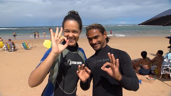 Renatinha faz mergulho com cilindro em Taipú de Fora (Foto: TV Bahia)