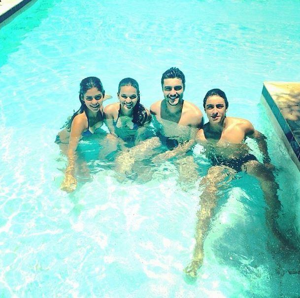 Bruna Marquezine com amigos (Foto: Instagram / Reprodução)