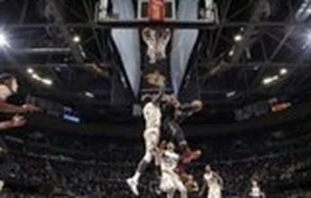 LeBron domina o Top 10 da NBA, que também tem enterrada de Vince Carter e toco desmoralizante de Cristiano Felício