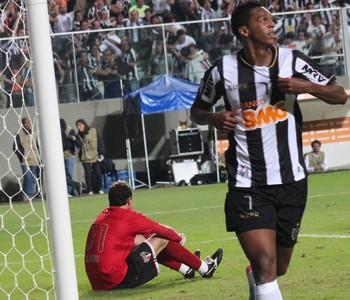 Jô gol Atlético-MG x São Paulo (Foto: Kildare Medeiros / Ag. Estado)