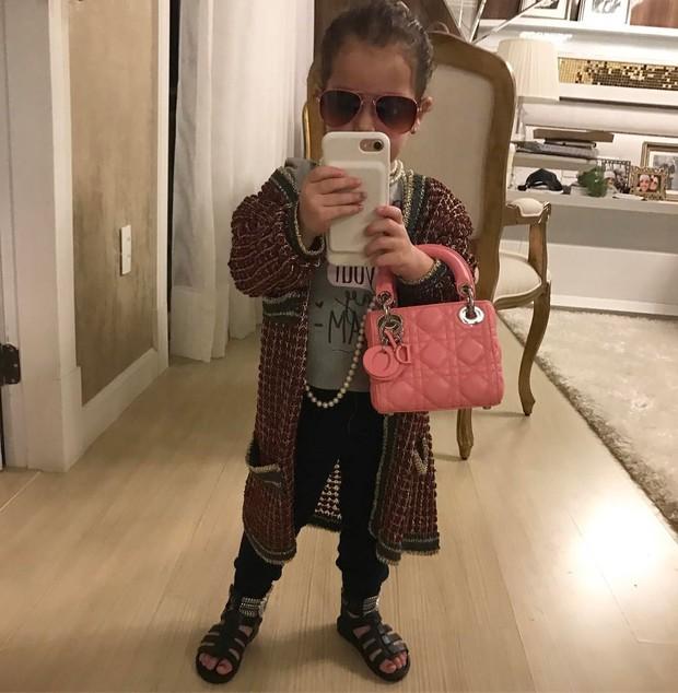 Filha de Wesley Safadão, a pequena Ysis, usa bolsa de 2,5 mil euros (Foto: Reprodução do Instagram)