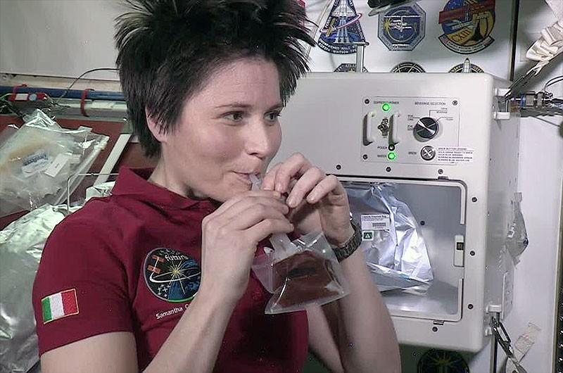 Máquina de café 'isspresso' foi levada para a Estação Espacial Internacional (ISS) em 14 de abril de 2015