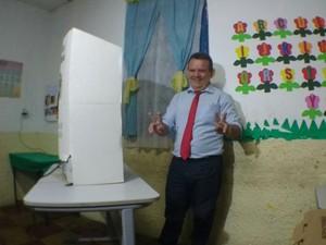Eleições 2016 - Teresina-PI - Candidato Quem Quem votando (Foto: Renan Morais)