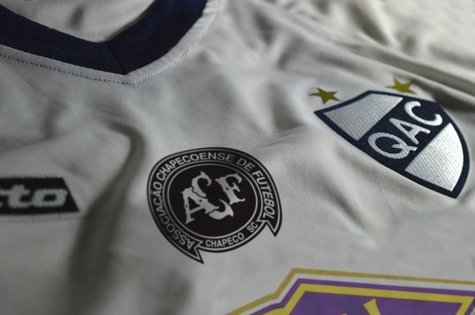 quilmes homenageia chapecoense na camisa (Foto: Divulgação)