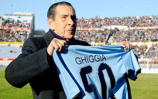 Ghiggia do Uruguai durante homenagem (Foto: Reuters)