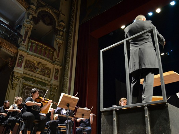 Amazonas Filamônica teve regência do maestro francês Benoit Fromanger (Foto: Tiago Melo/G1 AM)