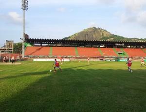 Treino da Desportiva Ferroviária no Estádio Engenheiro Araripe (Foto: Eduado Dias/Globoesporte.com)