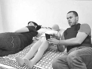 Longo diz que o menino ficou brincando com o celular no quarto do casal antes de ser levado para dormir na cama dele (Foto: Polícia Civil)