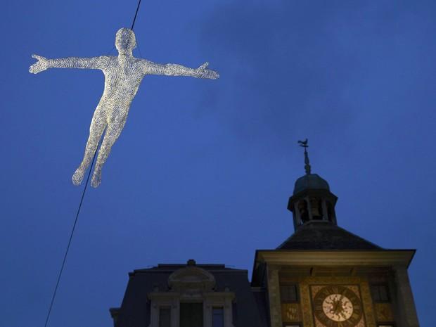Instalação do Festival de Luz de Genebra, na Suíça, que acontece até o dia 11 de janeiro (Foto: Reuters)