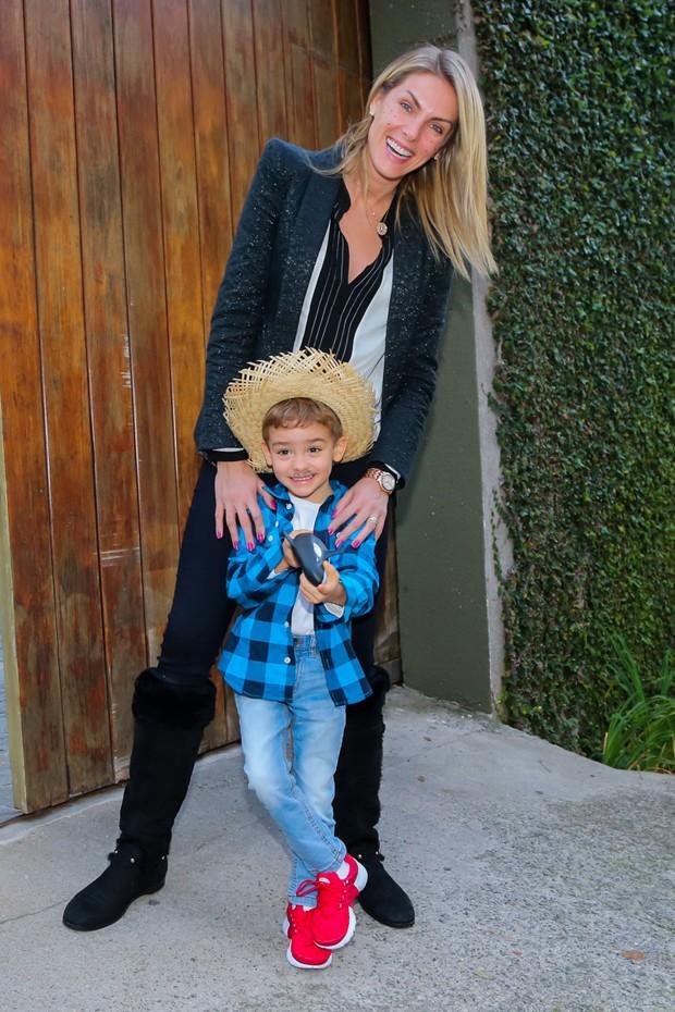 Ana Hickmann com o filho, Alexandre Jr. (Foto: Manuela Scarpa/Brazil News)