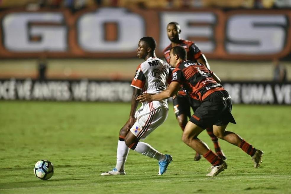 Vinicius Junior em jogo deste sábado, contra o Atlético-GO (Foto: Staff Images / Flamengo)