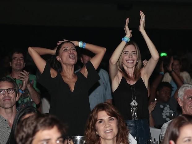 Anna Lima e Deborah Evelyn em show no Rio (Foto: Felipe Panfili/ Divulgação)