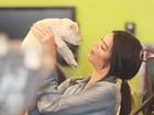 Khloe Kardashian dá labrador de presente à irmã, Kendall
