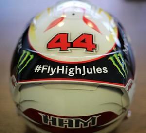 Capacete de  Lewis Hamilton no GP da Hungria tem homeangem a Jules Bianchi (Foto: Reprodução)