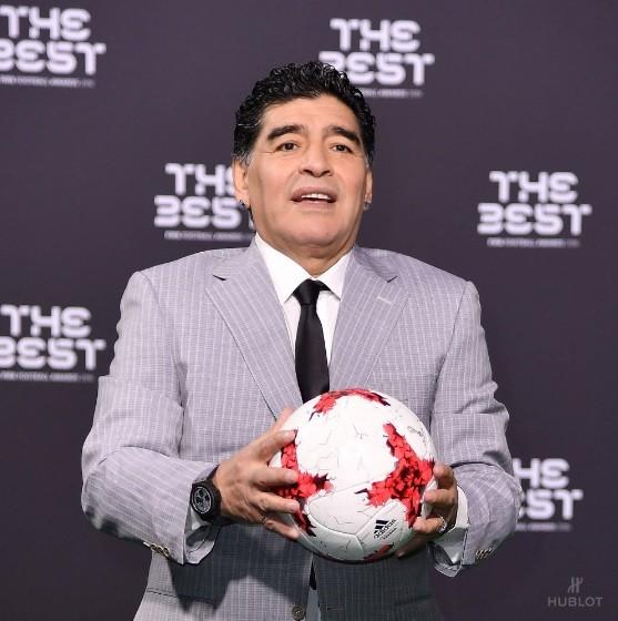 Marca de relógios Hublot publica foto de Maradona no prêmio Fifa The Best