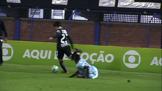 Claudinei Oliveira valoriza resultado e vê jogo igual contra o líder Corinthians