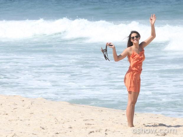 Bruna Marquezine se diverte nos bastidores da gravação (Foto: Pedro Curi/TV Globo)