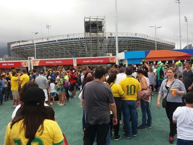 e69d18a072 Praça de alimentação do Parque Olímpico ficou lotada neste sábado (Foto   Cristina Boeckel