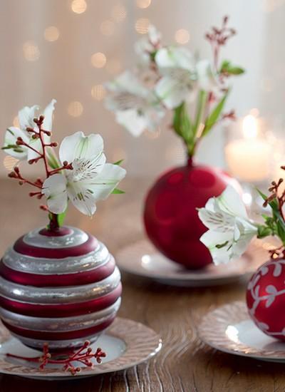 Bolas de Natal viram delicados vasinhos em miniatura (Foto: Fotos Cacá Bratke/Editora Globo | Realização Cláudia Pixu | Produção Ellen Annora)