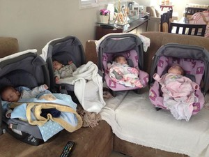 Quadrigêmeos nasceram no dia 16 de março deste ano (Foto: Vivianne Petrin/Arquivo pessoal)